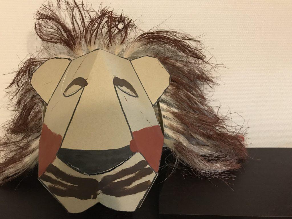 小学校生活最後の学習発表会(学芸会的な)は6年生がライオンキングを演じました。これはそのときのお面。