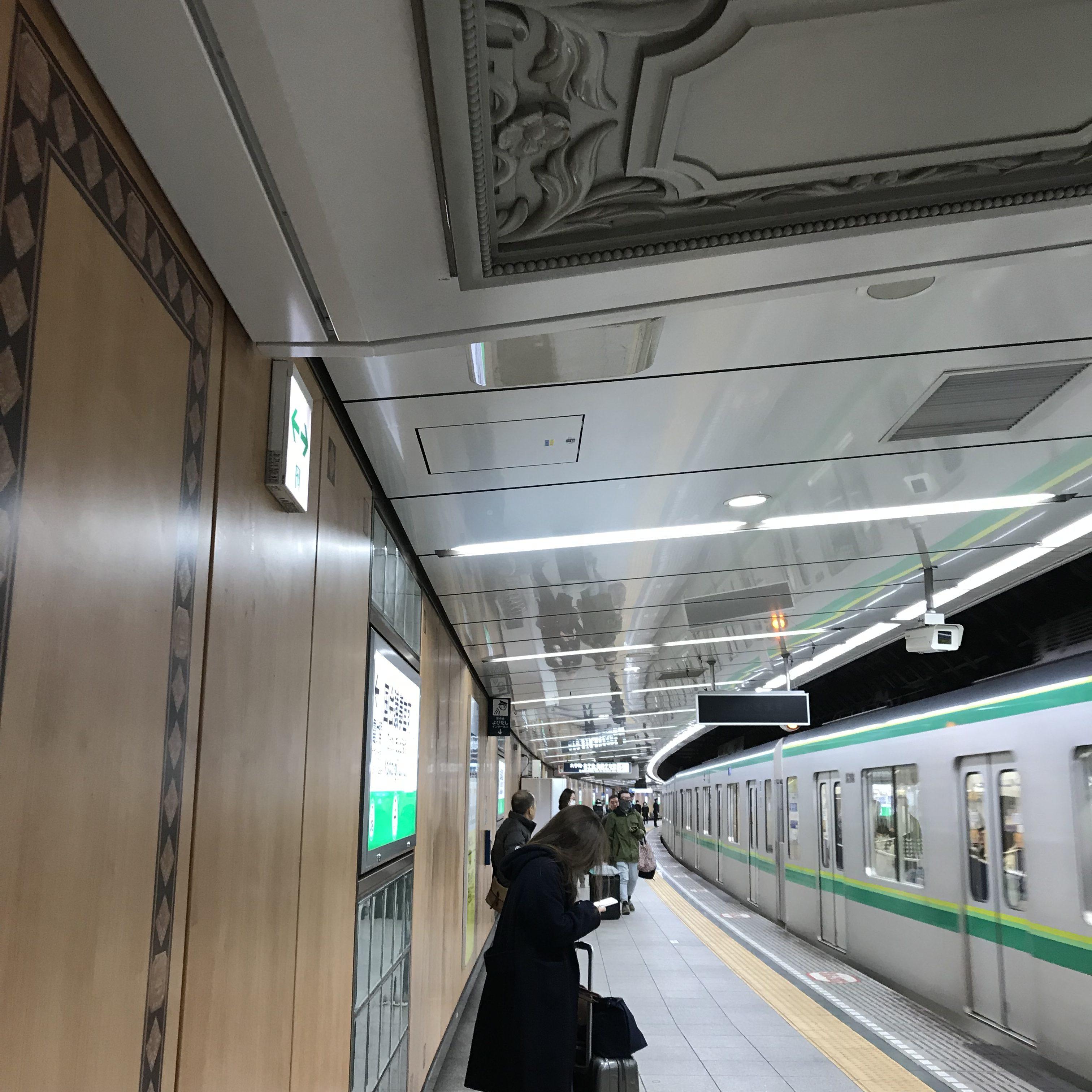 JRはいまだエレベーターがちゃんと備わってない駅が多くて、なんと新宿も! なのでガラガラキャリーで帰るときは時間かかるけど地下鉄です。